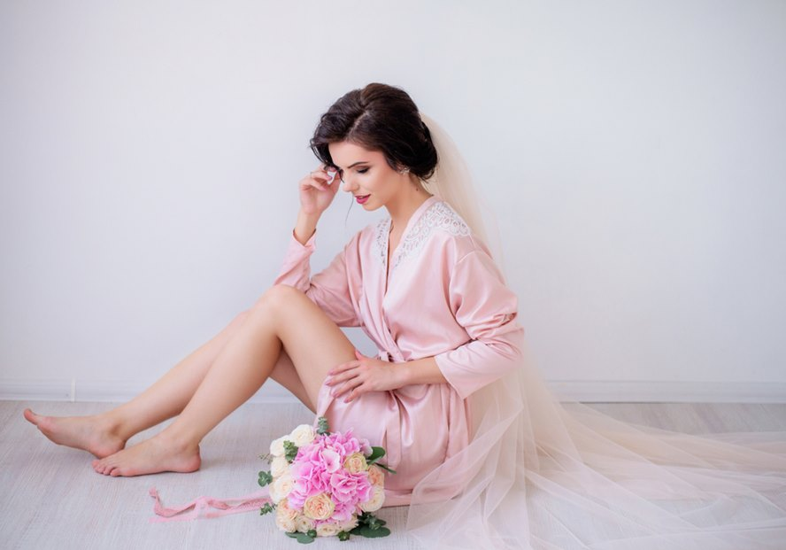 12-Womens-Designer-Robes-That-Look-Supremely-Luxurious-Featured-Image