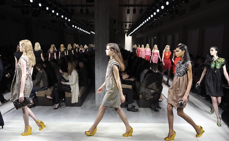 Models runway catwalk during the spring-summer fashion collection of Bottega Veneta.
