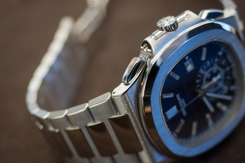 Patek Philippe Nautilus 40th Anniversary Limited Edition 18K White Gold Watch 5976.1G-001 Watch Review 4