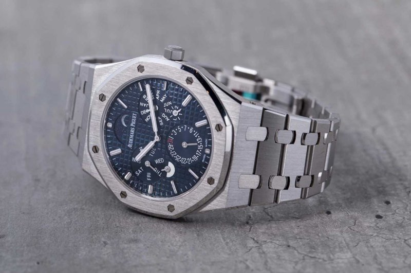 Audemars Piguet Royal Oak RD#2 Ultra-Thin Perpetual Calendar Watch Review - Featured image