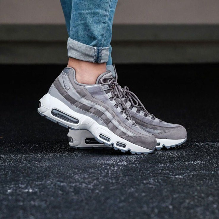 free shipping cdd3d 5c5f0 Nike Air Max 95 LX Women's Sneakers Review
