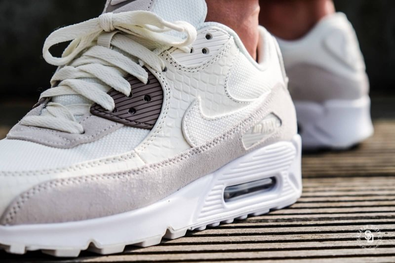 Nike Air Max 90 Premium Running Shoes Review