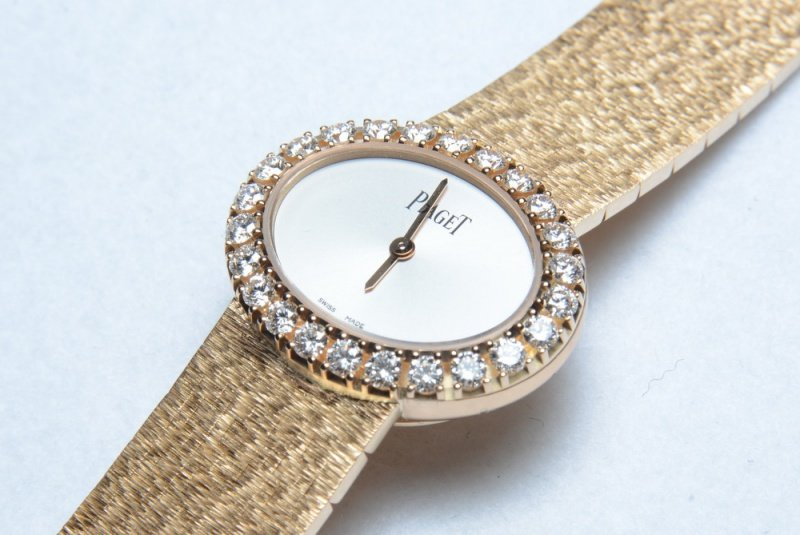 """Piaget Extremely Lady """"Traditonal Oval"""" Watch Review 4"""