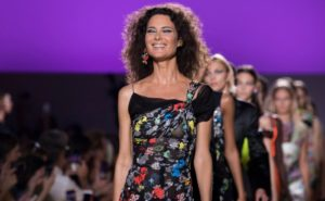 Shalom Harlow Returns to the Catwalk for Versace - Featured Image