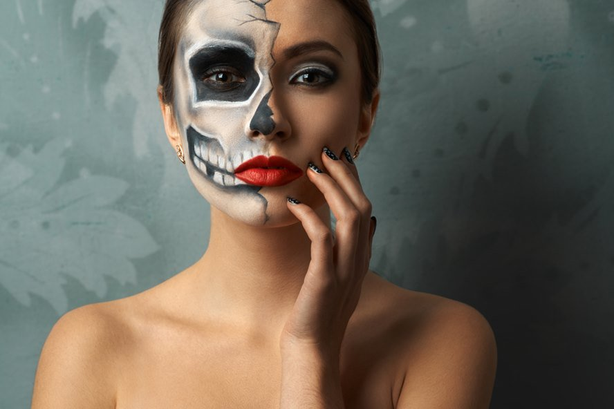 Best Luxury Makeup Removers To Erase Every Trace of Your Halloween Makeup - Featured Image