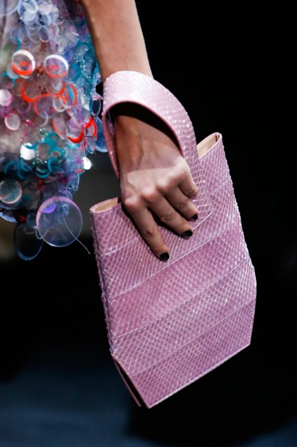 Eye-catching Bags from Giorgio Armani Spring 2019 Fashion Show - Photo 14