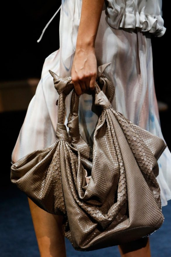 Eye-catching Bags from Giorgio Armani Spring 2019 Fashion Show - Photo 9