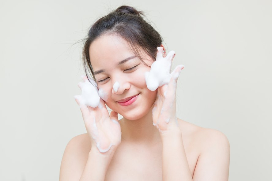 Best-Luxury-Cleansers-For-Every-Skin-Type-Featured-Image