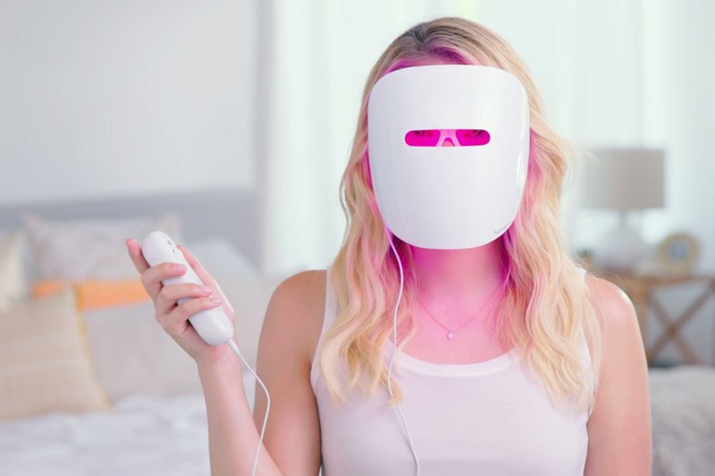 Neutrogena-Light-Therapy-Acne-Treatment-Face-Mask