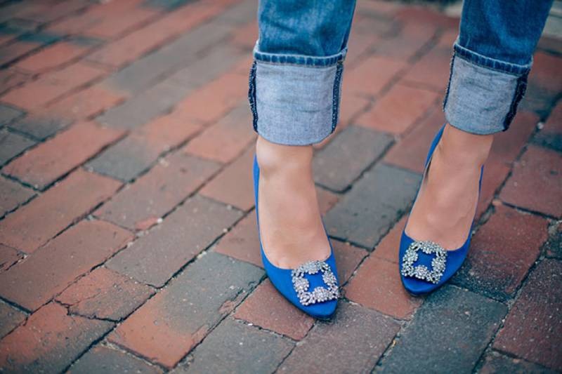 Remember-This-Manolo-Blahnik-Re-Releases-Carrie-Bradshaw's-Blue-Heels-4
