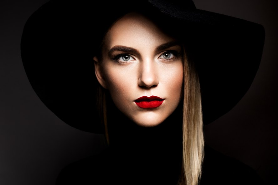 Look-Fab-This-Holiday-Season-With-These-Glamorous-Luxury-Lip-Glosses-Featured-Image