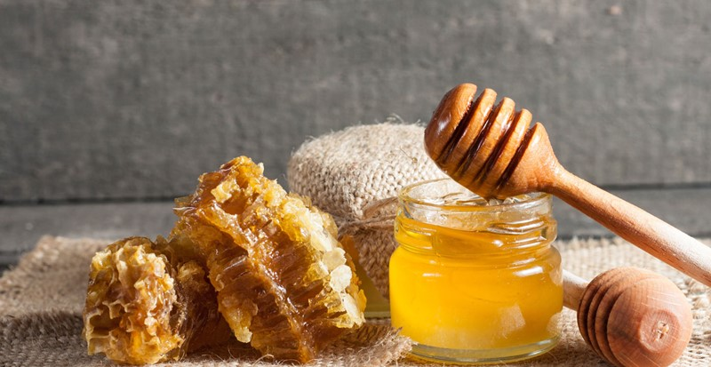 Best-Luxury-Skin-Care-Products-With-Honey-For-A-Smoother-Softer-and-Clearer-Skin