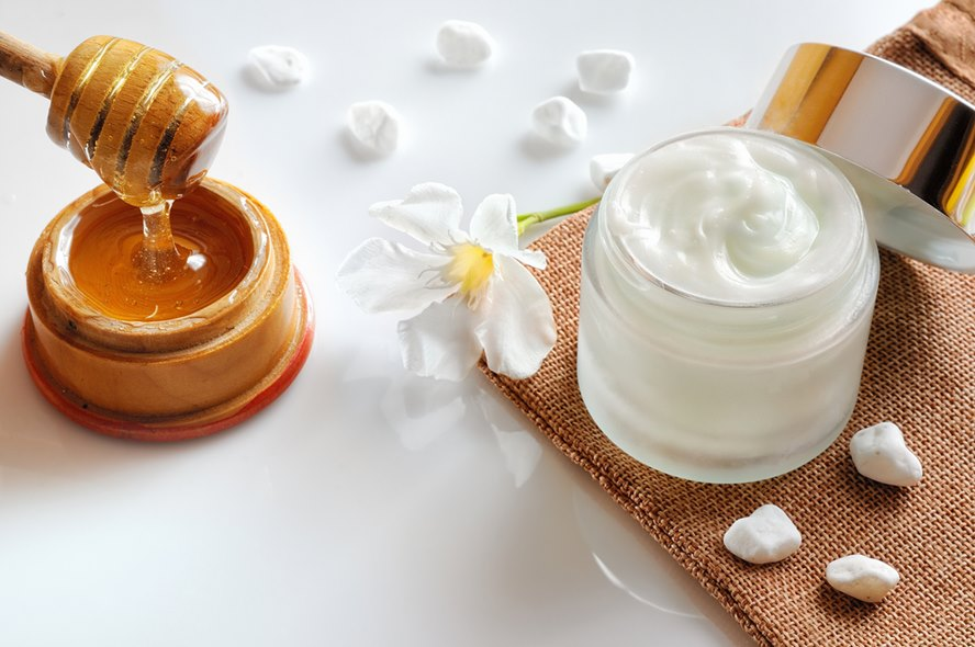 Best-Luxury-Skin-Care-Products-With-Honey-For-A-Smoother-Softer-and-Clearer-Skin-Featured-Image