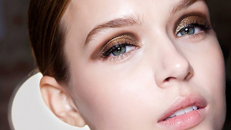 Keep-Your-Eye-Makeup-Intact-With-These-Best-Luxury-Eye-Shadow-Primers-1