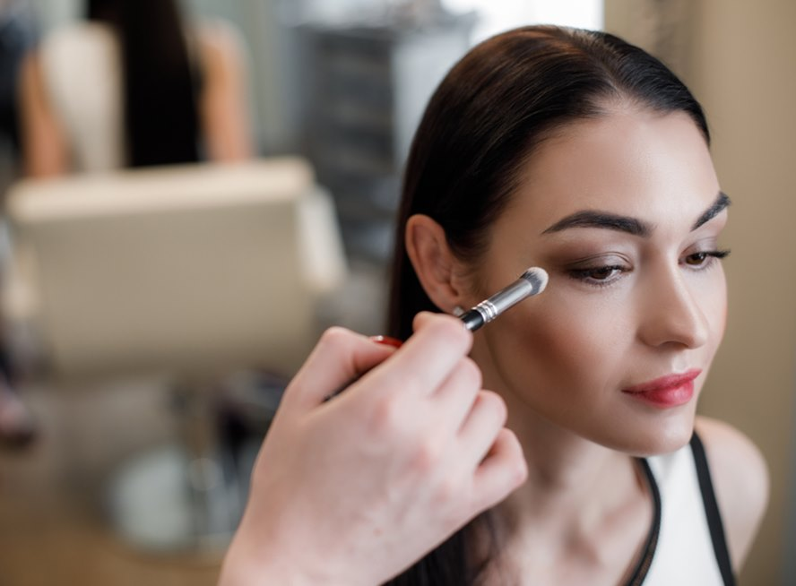 Keep-Your-Eye-Makeup-Intact-With-These-Best-Luxury-Eye-Shadow-Primers-Featured-Image