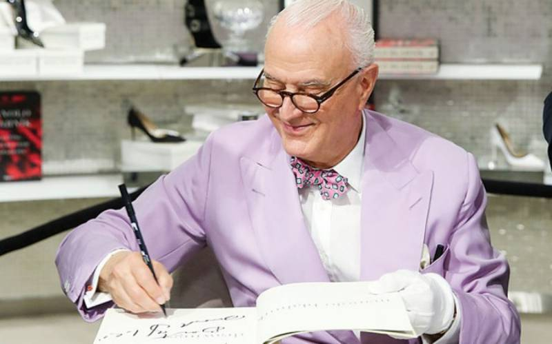 Manolo-Blahnik-Receives-Much-Deserved-Recognition-from-Walpole-1