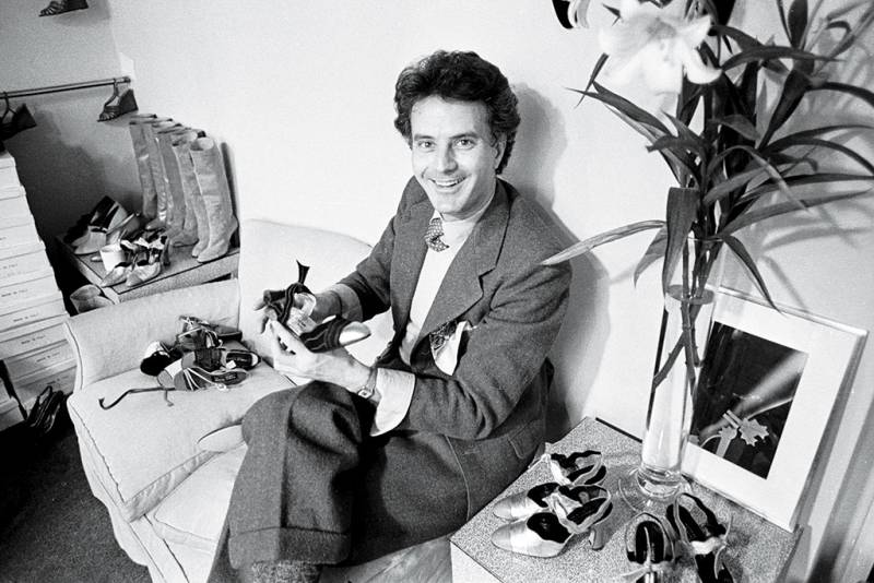 Manolo-Blahnik-Receives-Much-Deserved-Recognition-from-Walpole-2