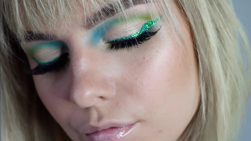 Best-High-end-Glitter-Eyeliners-2