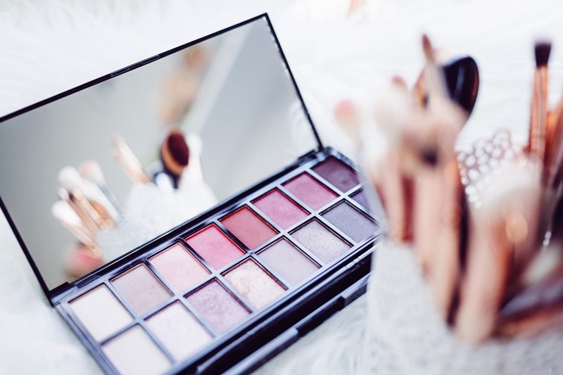Get-Even-More-Excited-for-Festivities-with-These-Holiday-Makeup-Palettes-1