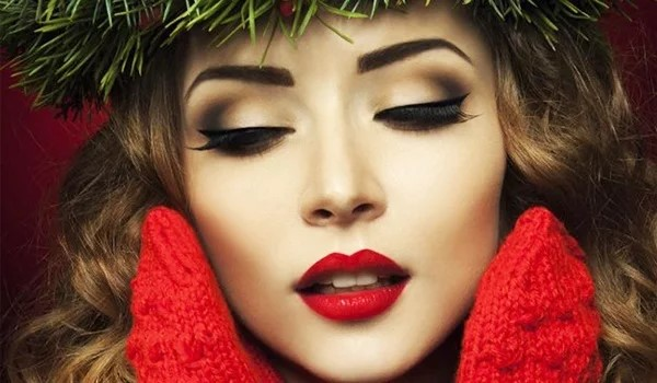 Get-Even-More-Excited-for-Festivities-with-These-Holiday-Makeup-Palettes-3