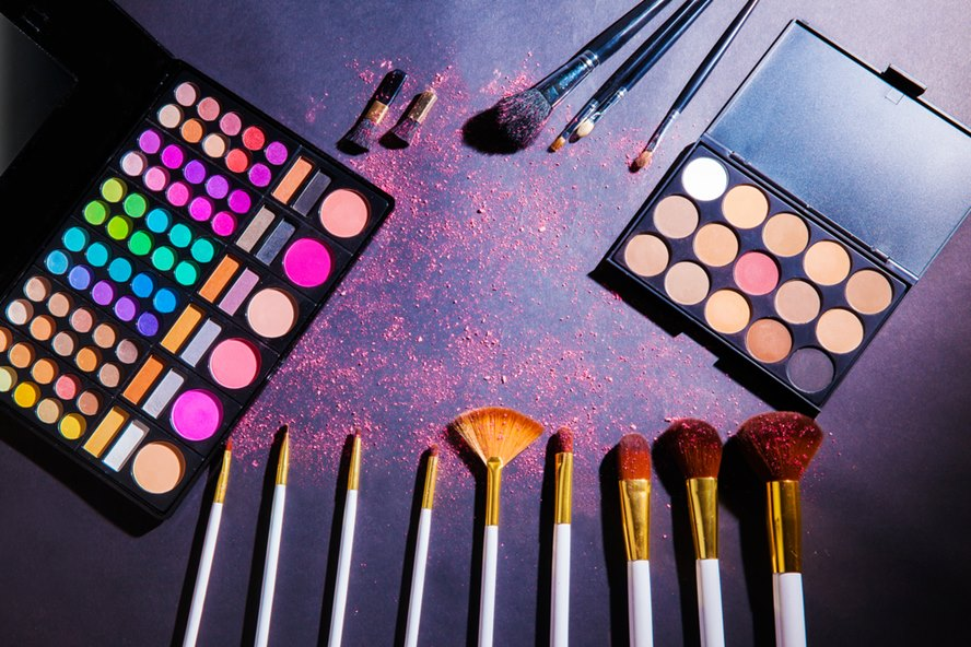 Get-Even-More-Excited-for-Festivities-with-These-10-Holiday-Makeup-Palettes-Featured-Image