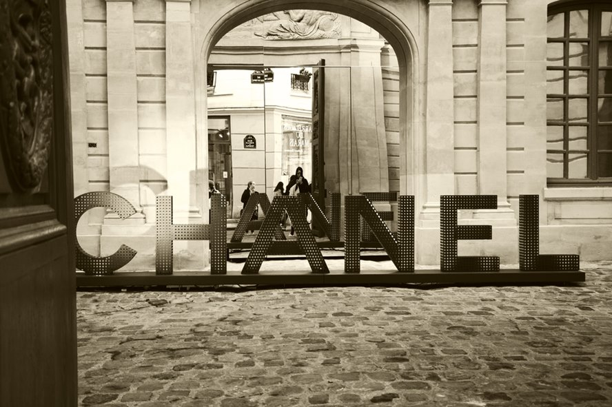 Deep-Dive-Into-Chanel-With-An-Upcoming-Netflix-Docuseries-Featured-Image