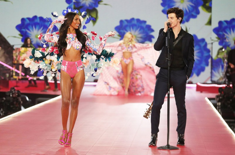 Victoria's-Secret-Fashion-Show-Takes-A-Staggering-Drop-In-Viewership-This-Year-5