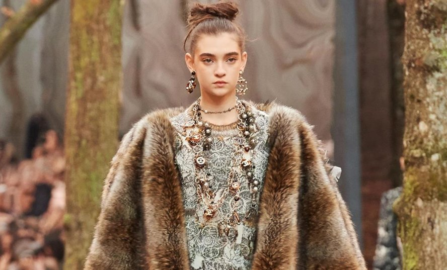 Chanel-Announces-That-They-Will-No-Longer-Use-Exotic-Skins-And-Fur-Featured-Image