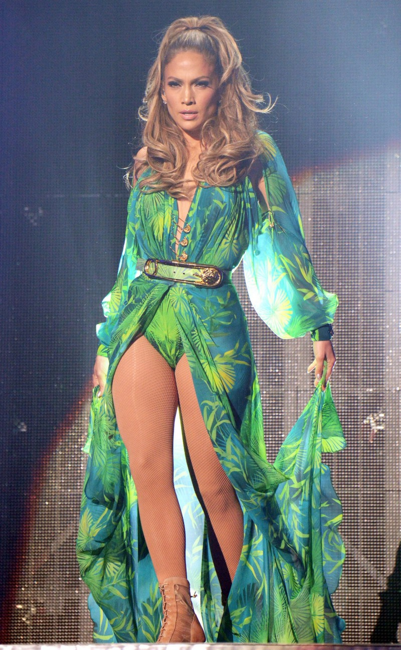 Versace-Updates-The-J.Lo-Dress-For-2019-5