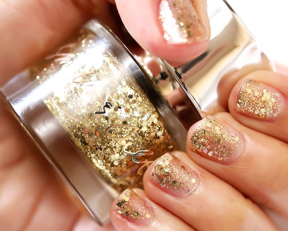 Get Fabulous And Flashy Nails With These 9 High End Gold