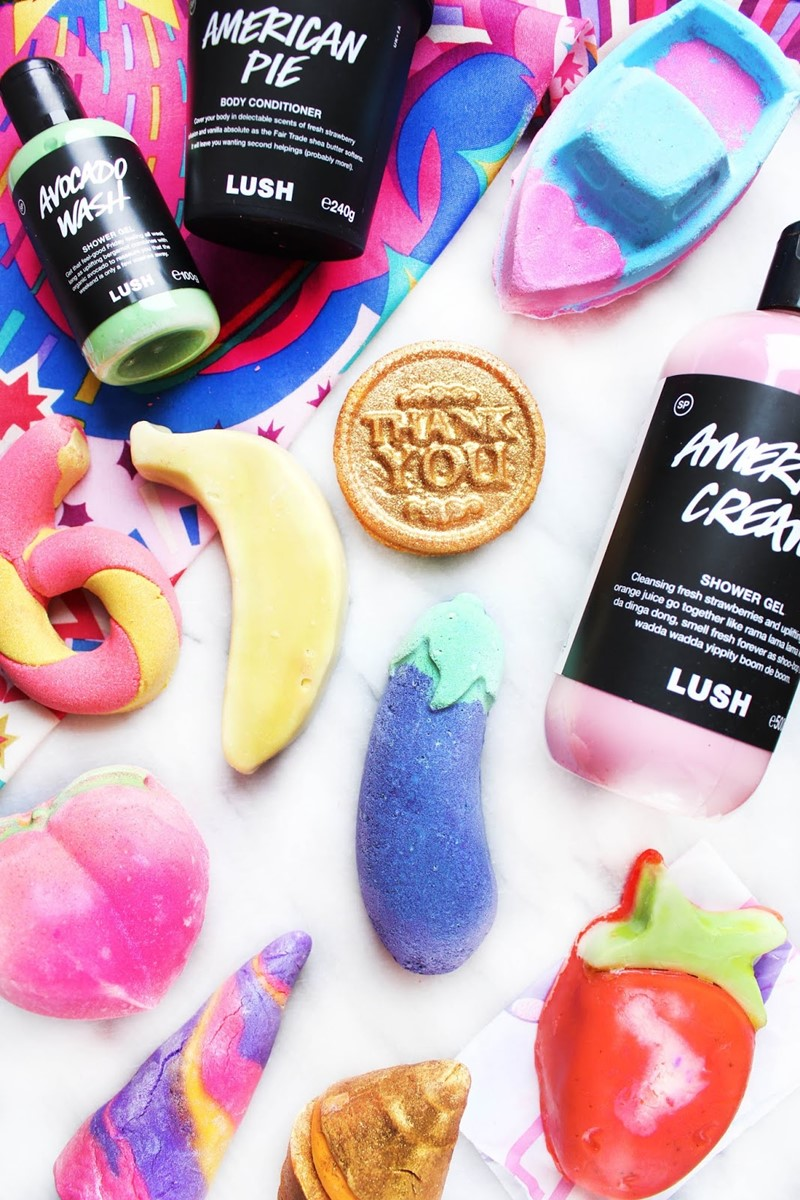 Lush-Cosmetics-Released-Their-Valentines-Bath-Bomb-Collection-and-Its-Full-of-Suggestive-Emojis-1